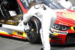 Kühlung der Bremsen am Auto von Augusto Farfus, BMW Team MTEK, BMW M4 DTM