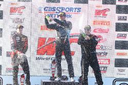 Podium: pemenang Derek DeBoer, TRG-AMR, peringkat kedua Jade Buford, peringkat ketiga Martin Barkey