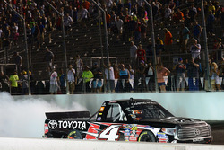 Pemenang lomba Christopher Bell, Kyle Busch Motorsports Toyota