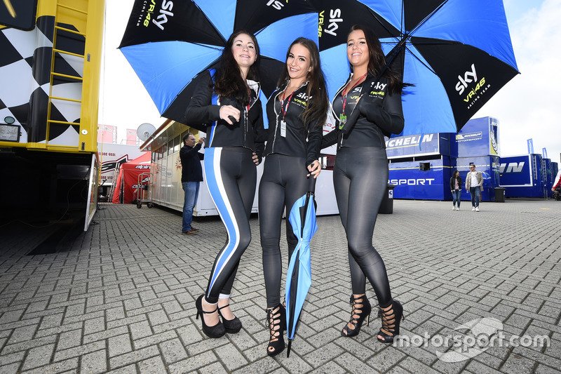 Hermosas chicas del Sky Racing Team VR46