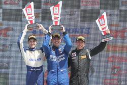 Class winners podium: GT pemenang Ryan Eversley, GTA pemenang Frankie Montecalvo, GT Cup pemenang Alec Udell