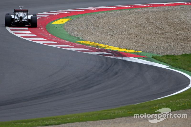 Hamilton va por el récord de poles en Austria