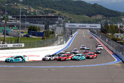 Start of the race, Stefano Comini, Leopard Racing, Volkswagen Golf GTI TCR leads