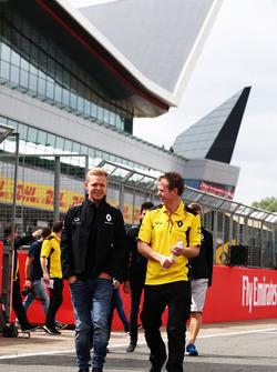 Kevin Magnussen, Renault Sport F1 Team wandelt op het circuit