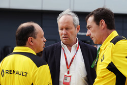 Frederic Vasseur, Renault Sport F1 Team Racing Director (links) en Jerome Stoll, Renault Sport F1 President (midden)