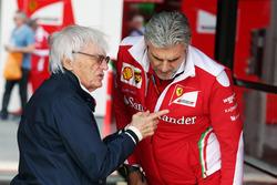 (Da sx a dx): Bernie Ecclestone, con Maurizio Arrivabene, Team Principal Ferrari
