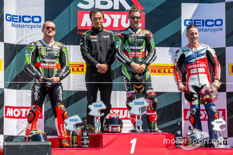 Podio de carrera sábado: primer lugar Jonathan Rea, Kawasaki Racing Team, segundo lugar Tom Sykes, Kawasaki Racing Team, tercer lugar Nicky Hayden, Honda World Superbike Team
