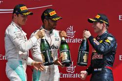 Il podio (da sx adx): Nico Rosberg, Mercedes AMG F1, secondo; Lewis Hamilton, Mercedes AMG F1, vincitore della gara; Max Verstappen, Red Bull Racing, terzo