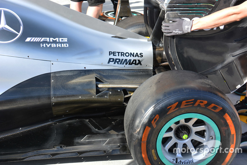 Détails de l'arrière de la Mercedes AMG F1 W07 Hybrid