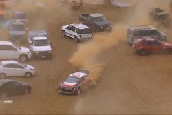Piloto do WRC 'se perde' em estacionamento