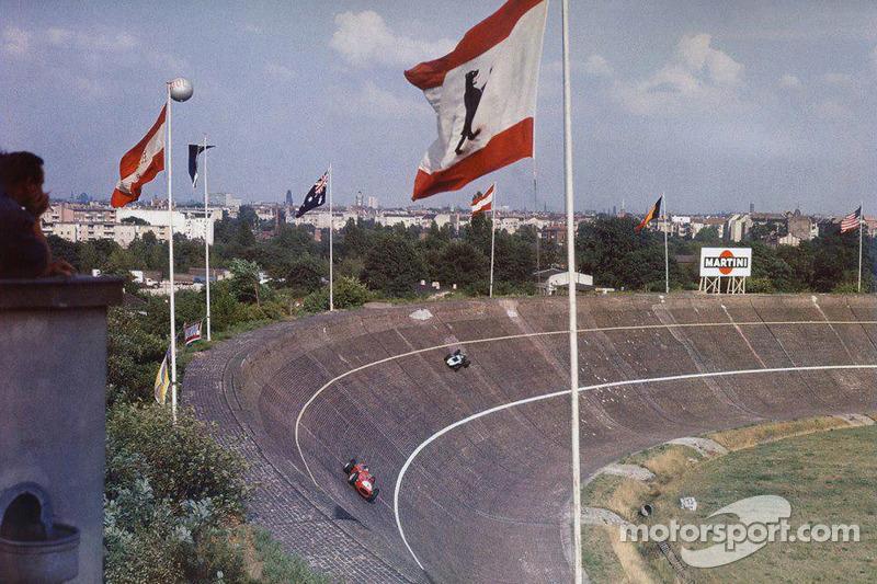 German GP 1959 at the Avus: extreme bank turns!