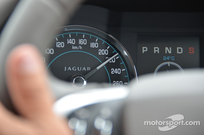 Sport mode in the XF 2 liter turbo