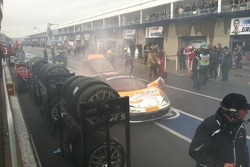Carlos G. arrives in pit lane after lap 1 accident