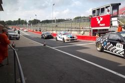 Queue in the pit lane