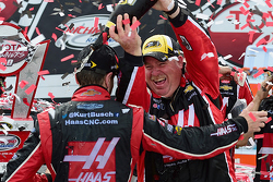 Kurt Busch, Stewart-Haas Racing Chevrolet crew chief Tony Gibson