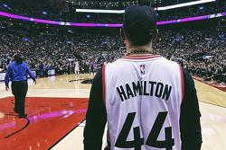 Lewis Hamilton visita la NBA