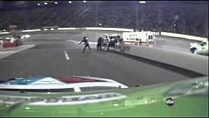 Tony Stewart joga capacete em Matt Kenseth - Bristol 2012
