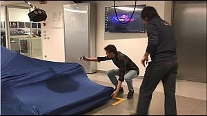 Daniil Kvyat intenta ver el STR12
