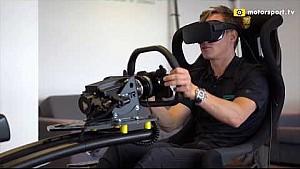 Renger van der Zande test de VR-simulator van Immersive