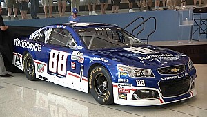 Dale Earnhardt Jr. revela esquema retro en Darlington